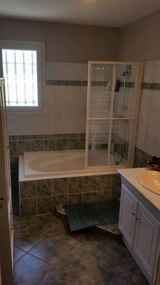 Renovation salle de bain arles avant ma onnerie arles for Salle de bain maconnee